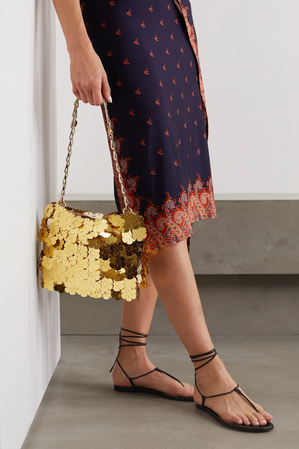 Shopping for a New Purse: Boost your wardrobe with a stylish leopard print handbag in proportion to your body.